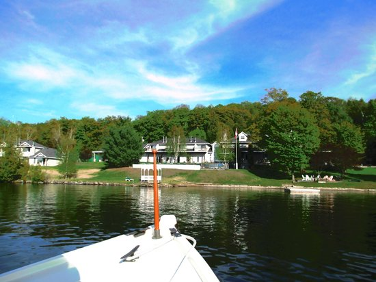 Sir Sam's Inn & WaterSpa: View from the lake