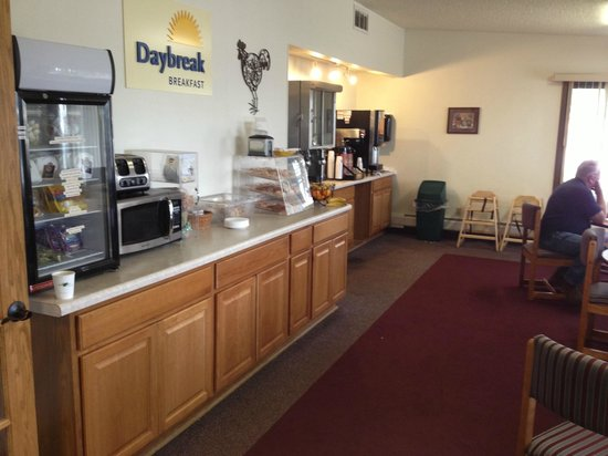 Days Inn Fond du Lac: Breakfast bar/area