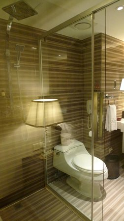 Asia Hotel: bathroom