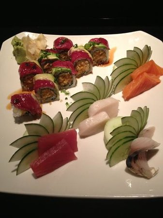 Ronin Sushi and Bar : first plate I ordered, Kobe beef roll w/sashimi