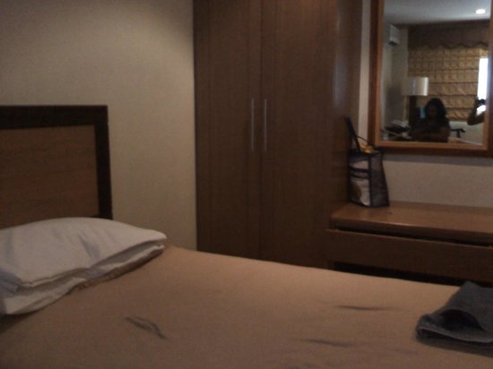 Holiday Park Hotel: Cozy and Clean Bed....Sleep Away