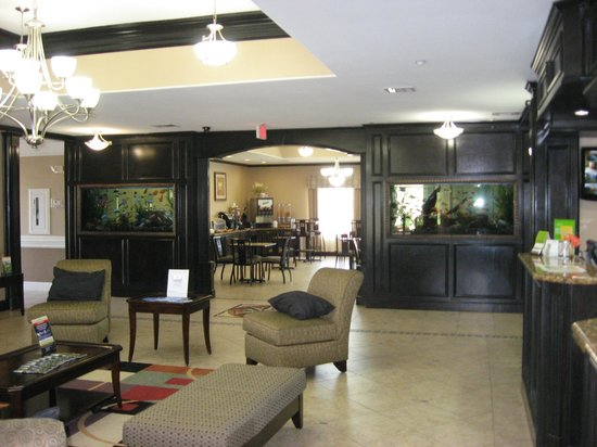 La Quinta Inn & Suites Livingston: Lobby view into breakfast area