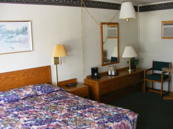 Starlite Budget Inns: Queen room