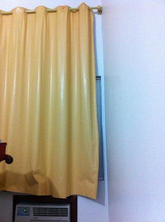 Flat Hotel Aeroporto: Detalhe da janela / cortina