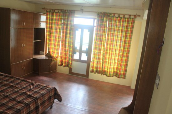 Snow Lion Hotel: Room Decor