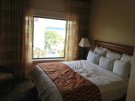 Marriott's Harbour Point and Sunset Pointe at Shelter Cove: Master bedroom