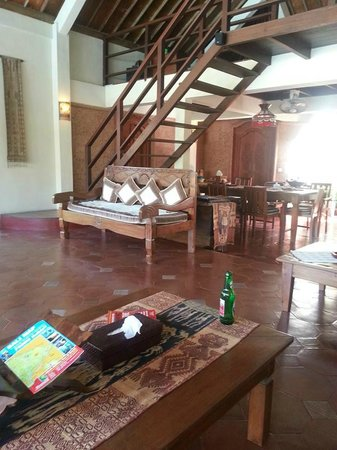 Dyana Villas: Living area is just massive!  About 5 sofas!