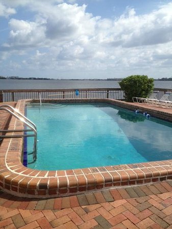 Palm Beach Waterfront Suites: Heated Swimming pool