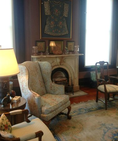 Bazsinsky House: One of the beautiful sitting rooms!