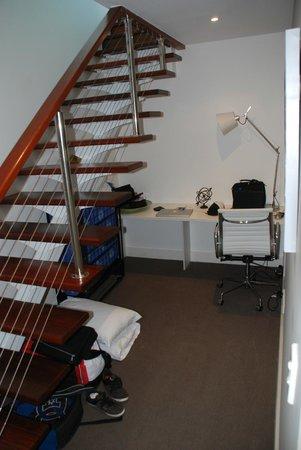 Kirra Surf Apartments: Stairs