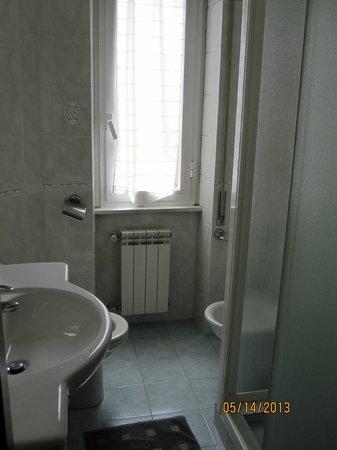 Chez Liviana Bed & Breakfast: Bathroom