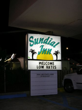 Sundial Inn Motel and Efficiency: Hotel sign