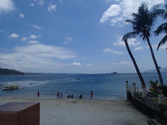 Subic Grand Seas Resort: beach