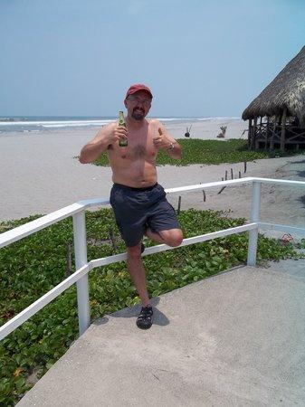 Club Joya del Pacifico: Just chilling with a Suprema (local beer).