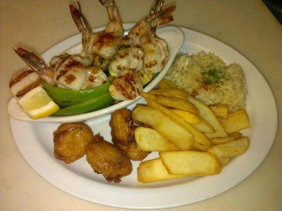 Ocean Harvest Restaurant: Combination Seafood Platter
