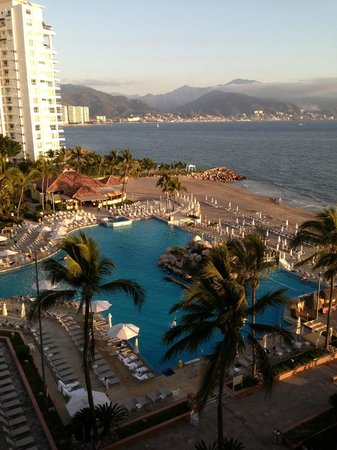 Marriott Puerto Vallarta Resort & Spa: Pool and Ocean View Room 735