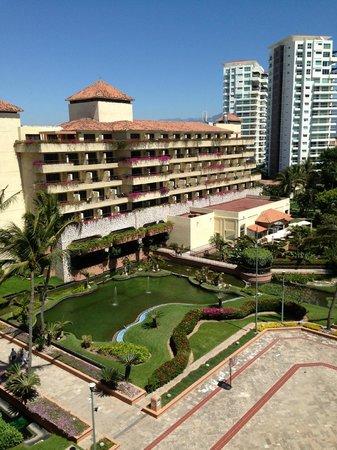 CasaMagna Marriott Puerto Vallarta Resort & Spa: View of Hotel Lobby and above rooms from North Wing