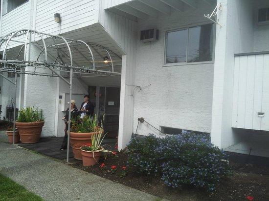 Hotel 760: Front entrance