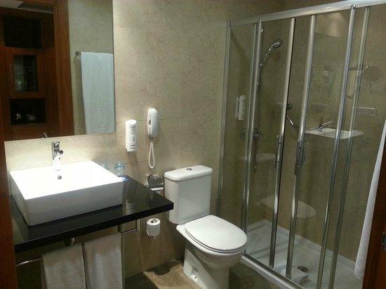 TRYP Valencia Azafata Hotel: Badezimmer