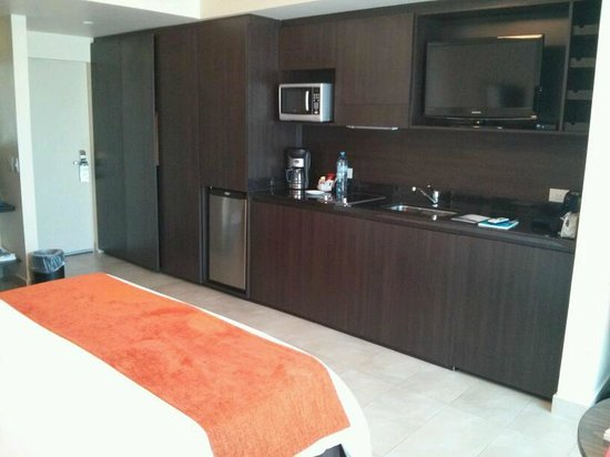 Palermo Place by P Hotels: Room (kitchenette and fridge view)