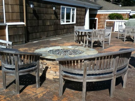Lighthouse Lodge & Cottages: Nice fire pit