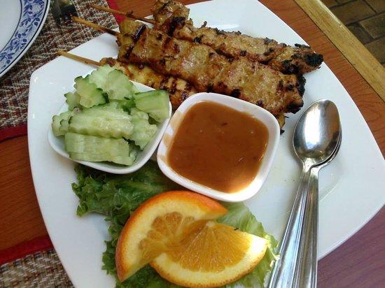 Sawasdee Thai Restaurant : Pork & chicken satay