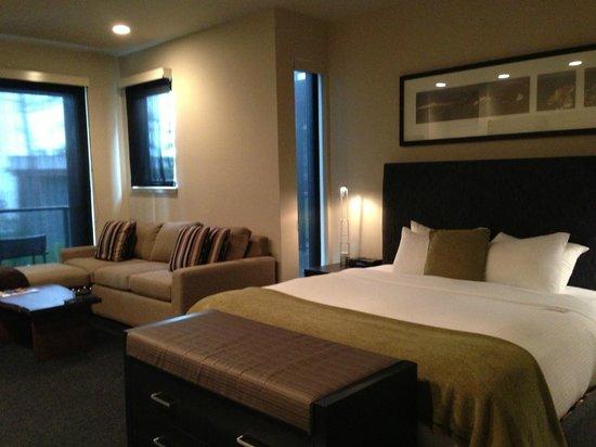 Black Rock Oceanfront Resort: Spacious room