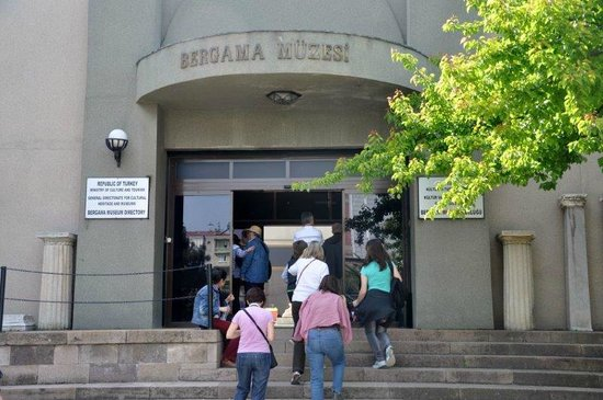 Izmir Bergama Museum : Entrance to the museum