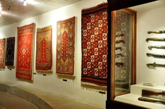 Izmir Bergama Museum : Carpets at ethnography part