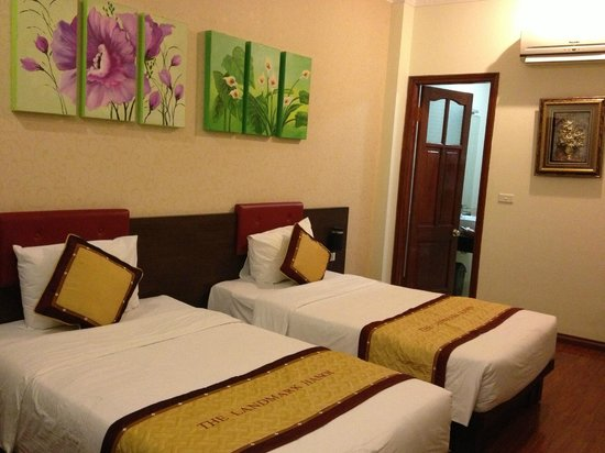 The Landmark Hanoi Hotel : clean and nicely decorated spacious room