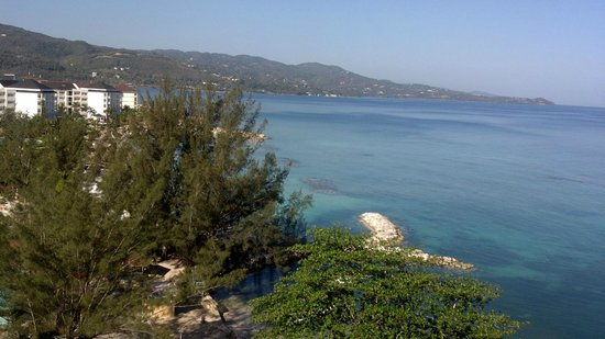 Sunscape Splash Montego Bay: View from our 8th floor ocean front room in tower B