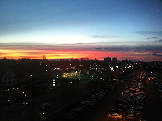 Holiday Inn Express Vancouver Airport : Sunset from room 713, HIE Richmond, Jan. 2013