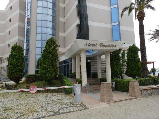 Faustina Hotel: entrée