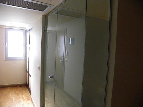 Arion Athens Hotel: fenêtre sans tenture