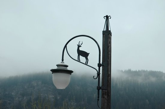 Chalets Le Grand Balcon : Street lamp