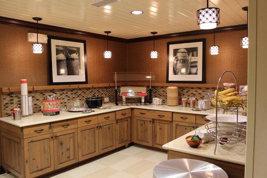 Hampton Inn & Suites Tifton: Breakfast room