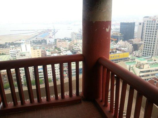 Hotel Commodore Busan: コーナースィートのベランダ