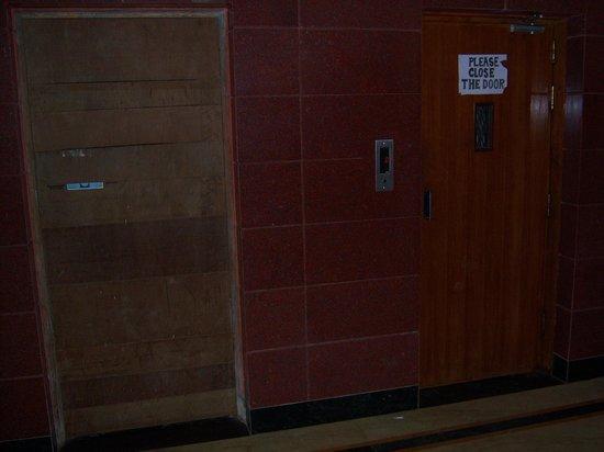 Shree Damodar Regency: Elevator