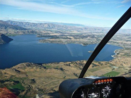 Wanaka Helicopters: Wanaka town