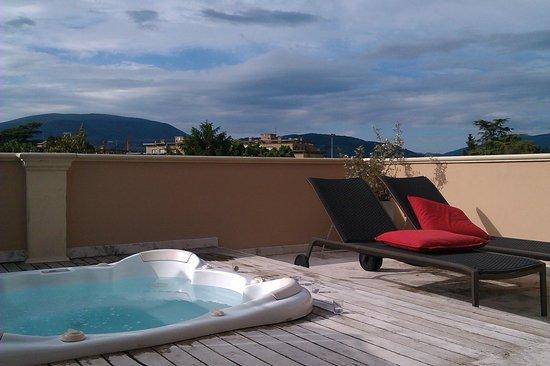 Villa dei Platani Boutique Hotel & Spa: il terrazzo privato con idro