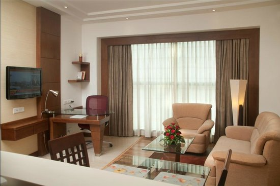 Savoy Suites Greater Noida: Living Room