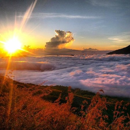 Kintamani, Indonesia: Gorgeous sunrise on top of Mt Batur