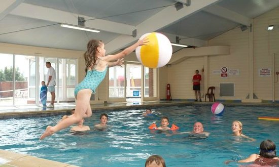 Kessingland Beach Holiday Park   Park Resorts: Heated Indoor Pool