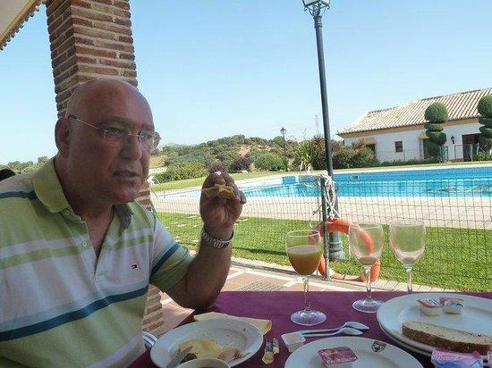 Hotel Carlos Astorga : desayunando