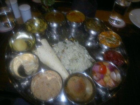 Amantra Comfort Hotel: Rajasthani thali
