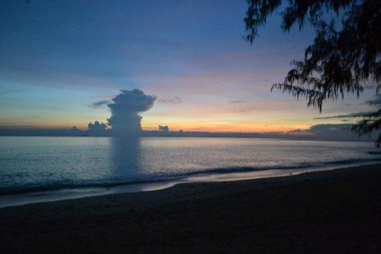 لانتا ريزورت: Strand Klong Dao Beach