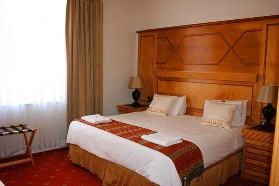 The Sandringham Bed & Breakfast: King sized bedroom