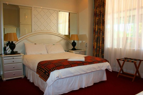 The Sandringham Bed & Breakfast: King sized bedroom