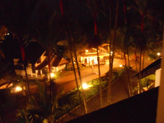 Gunung Geulis Country Club: Cottages night view