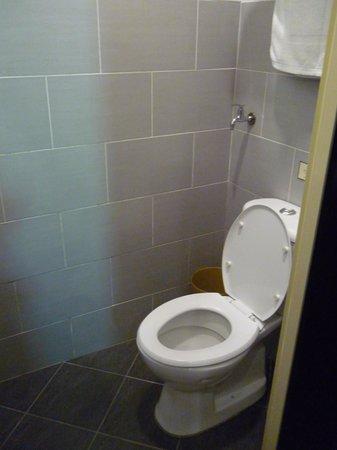 Jasmine Villa Tropical Garden: toilet